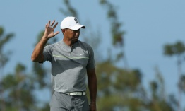 Tiger Woods presiona en el Hero World Challenge de golf